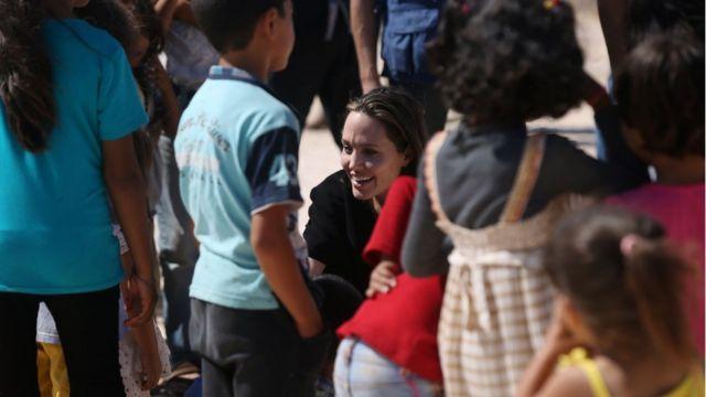 Angelina Jolie en un campo de refugiados sirios