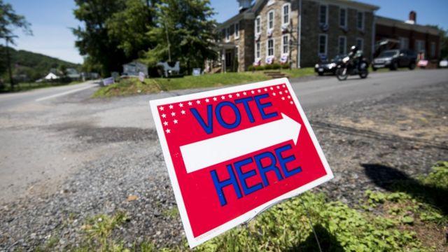 Cartel que indica el lugar donde votar