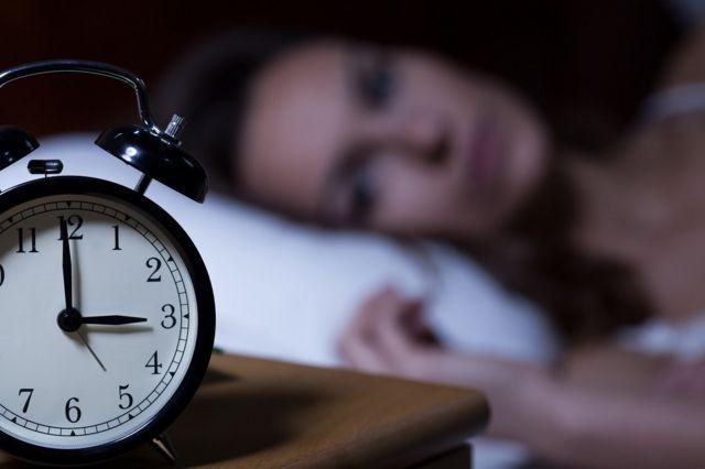 ผู้หญิงนอนไม่หลับ