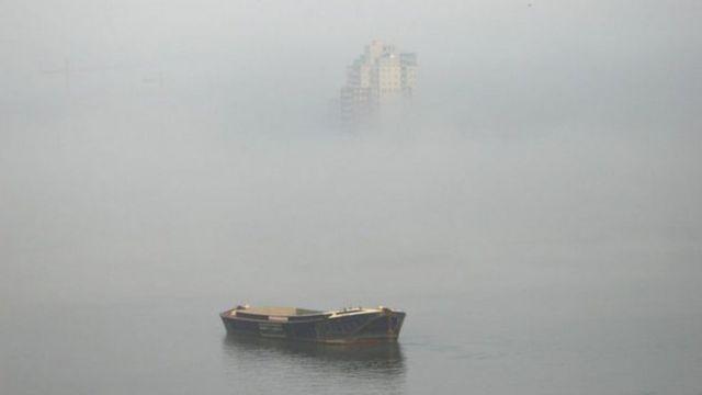धुंध में लिपटी लंदन की सुबह