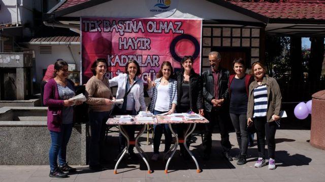 Hopa sokaklarında kadınlar 'Hayır' çalışması yürütüyor