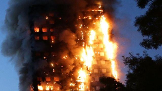 Las llamas en el edificio