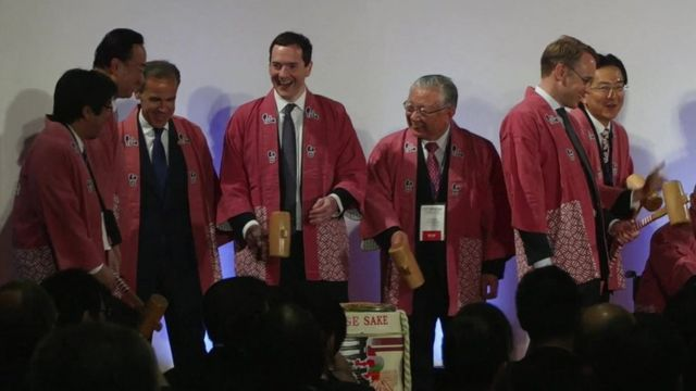 George Osborne and other foreign ministers wearing kimonos in Japan, banging down wooden hammer