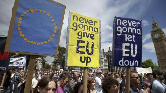 Демонстранты пришли в центр Лондона, чтобы показать свою приверженость Европейскому союзу и желание остаться в ЕС