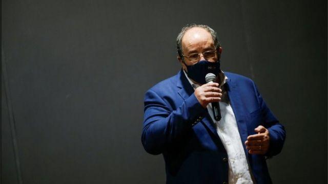 Fernando Marques fala ao microfone