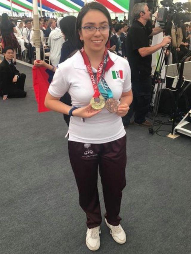 Ana Paula con sus medallas