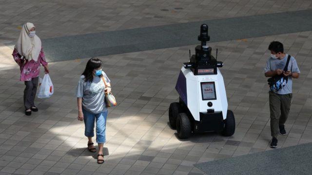 Полицейский робот в Сингапуре