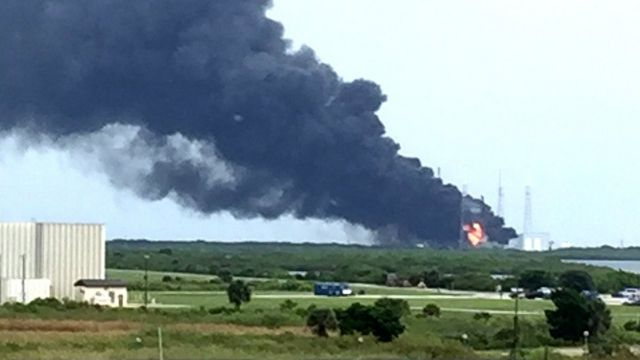 近くのケネディ宇宙センターの職員が撮影した爆発現場の様子