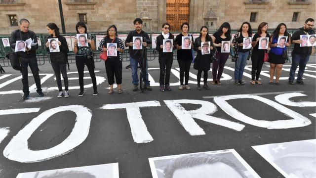 Periodistas se manifiestan frente al Palacio Nacional