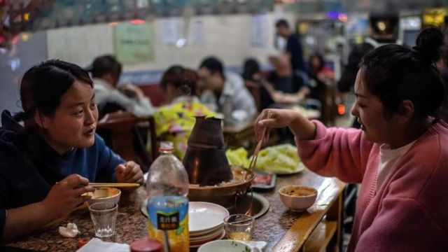 People eating at a Beijing restaurant