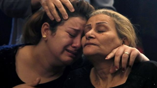 إدانات واسعة على مواقع التواصل الاجتماعي لهجوم استهدف حافلة تقل أقباطا كانوا في زيارة لدير الأنبا صموئيل في محافظة المنيا بصعيد مصر.