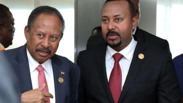 Ra'iisul Wasaaraha Itoobiya Abiy Ahmed (M) iyo dhiggiisa Sudan Abdalla Hamdok - labada dal waxaa ka dhaxaysa taariikh cadowtooyo