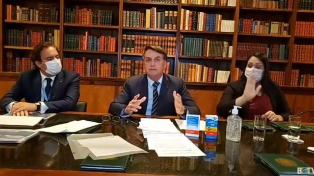 Pedro Guimarães, Jair Bolsonaro e intérprete Elizângela durante live