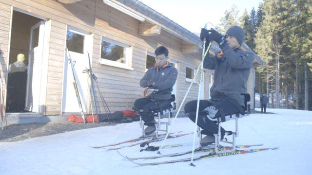 북한의 최초 동계 장애인 스포츠 선수인 마유철 선수와 김정현 선수.