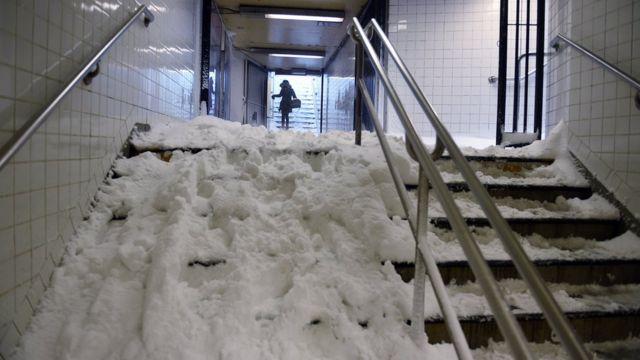 マンハッタン・コロンビアサークルの地下鉄階段(23日)