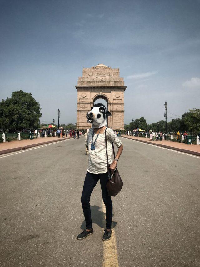 """на фоне """"Ворот Индии"""""""