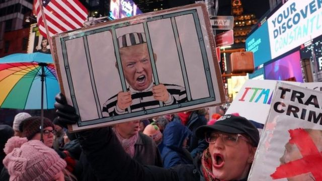 Protestas a favor del impeachment en Times Square.
