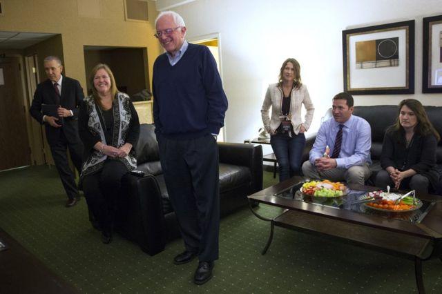 US elections 2016: Voting begins in US presidential race