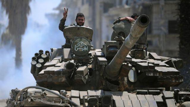 بدأت القوات الحكومية السورية هجومها على الجيب الذي يضم مسلحي تنظيم الدولة الإسلامية قبل أسابيع
