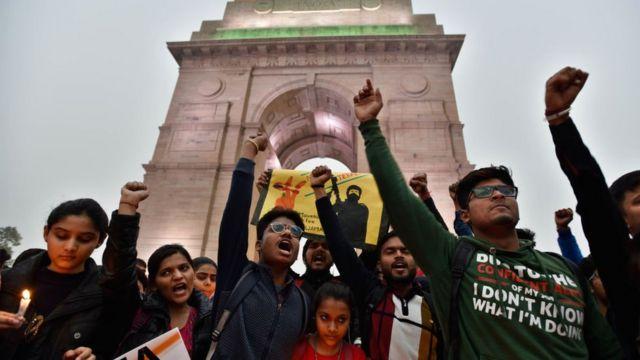 Hindistan genelinde binlerce kişi saldırıya karşı protesto gösterileri düzenledi.