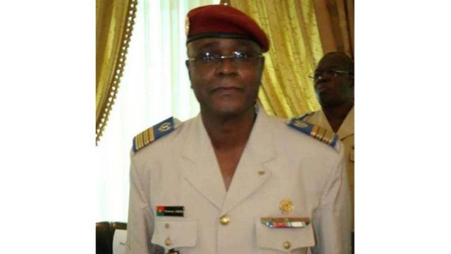 Le colonel major Oumarou Sadou, inspecteur des armées de 57 ans, a été nommé chef d'état-major général des armées du Burkina Faso en remplacement du général Pingrenoma Zagré.