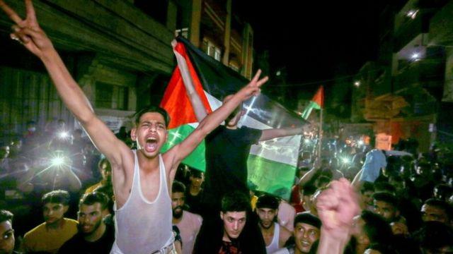 Palestinos tomaram as ruas de Gaza logo após o início da trégua