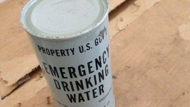 Lata de água no bunker de Kennedy