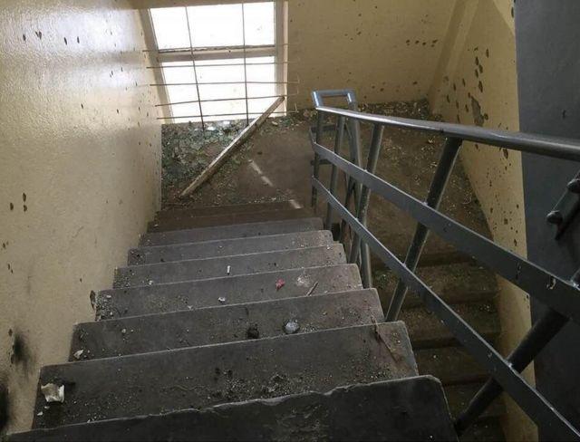ความเสียหายบริเวณบันไดหนีไฟโรงแรมอินเตอร์คอนติเนนตัลในกรุงคาบูล อัฟกานิสถาน