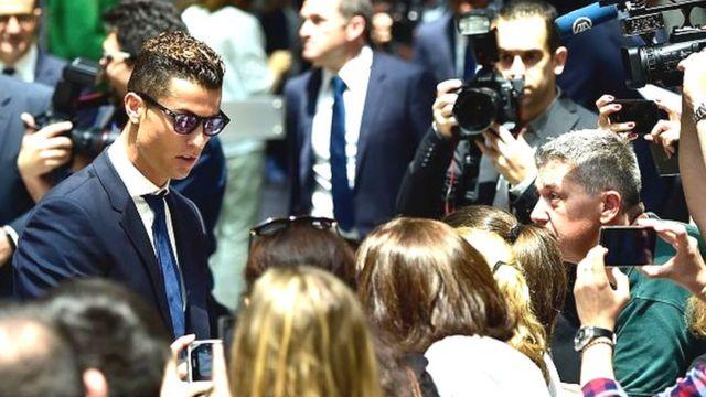 """Cristiano Ronaldo est pour sa part soupçonné d'avoir """"dissimulé 150 millions d'euros dans les paradis fiscaux"""