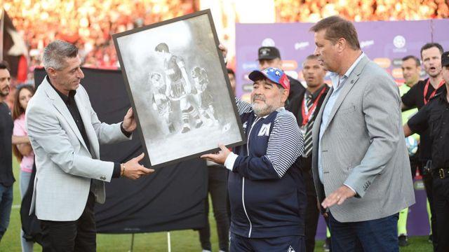 مارادونا کاپیتان تیم ملی آرژانتین در جام جهانی ۱۹۸۶ بود که قهرمان مسابقات شد