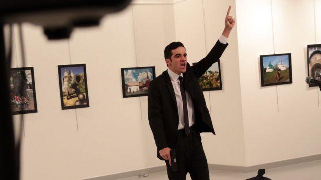Homem mata embaixador russo em Ancara