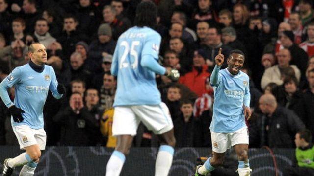 Manchester City reste sur une lourde défaite de 4 à 0 sur le terrain d'Everton.