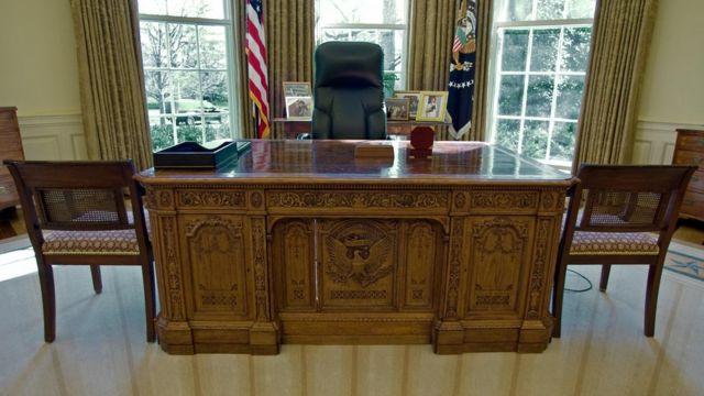 ビクトリア英女王から送られた米大統領執務室の机