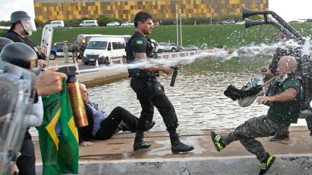 متظاهرون برازيليون