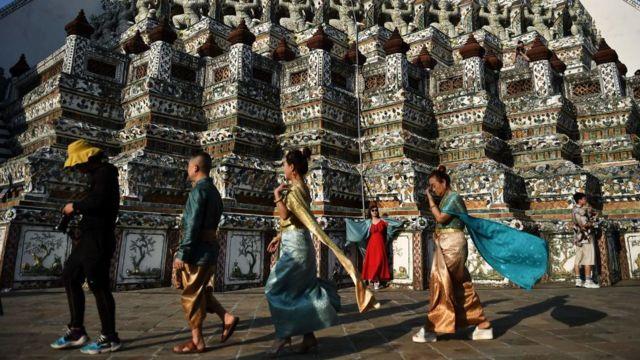 Kuil Wat Arun di Bangkok juga sangat sepi, tidak seperti biasanya.