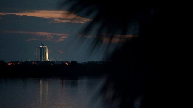 """В мае старт космического корабля """"Драгон"""" (Dragon) компании SpaceX Илона Маска был отложен из-за плохой погоды"""