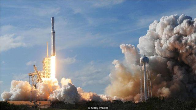 SpaceX和Blue Origin等公司正在爭奪最終邊界的經濟潛力。