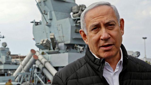 Премьер-министр Израиля Нетаньяху на фоне военного корабля