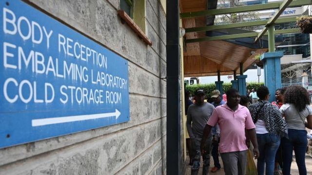 People arrive for the identification of the victims at the Chiromo mortuary in Nairobi, Kenya, 16 January 2019