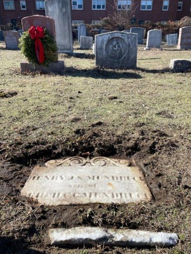 Túmulo do filho de Mundrucu em um cemitério católico Boston