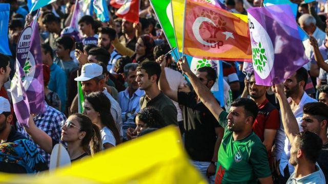 hdp mitinginde türkiye bayrağı