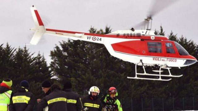 طلبت فرق الإنقاذ نقل الناجين إلى المستشفى عبر مروحية
