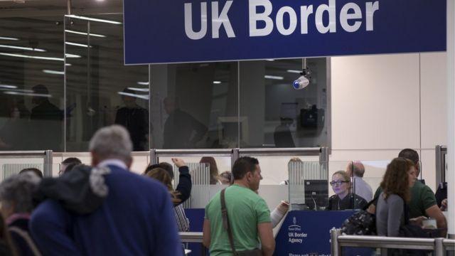 UK to scrap passenger landing cards