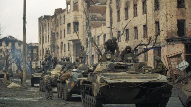 Российские танки на улице Грозного, февраль 1995 года