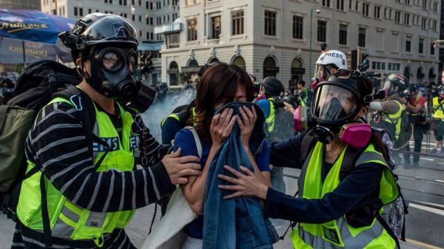 许多人并没有抵抗催泪弹的装备。