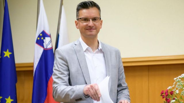 Мар'ян Шарец