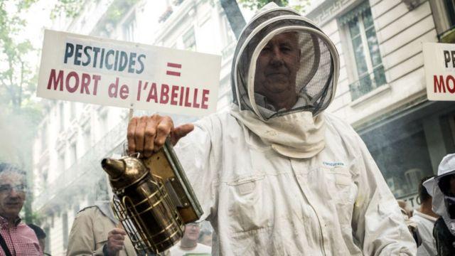 Los agricultores en varios países de Europa suelen manifestar en contra del uso de herbicidas.