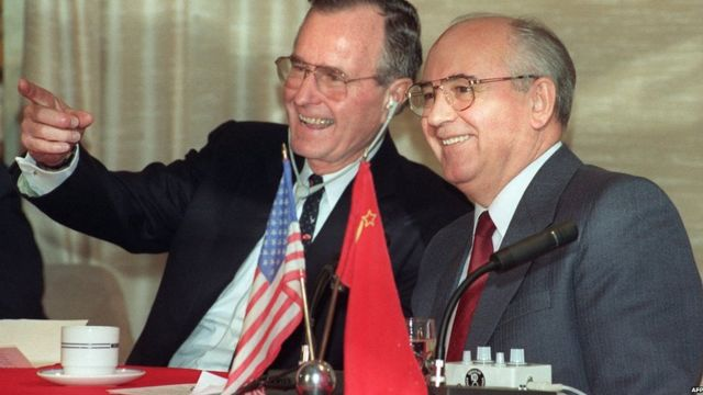 George Bush Snr with Mikhail Gorbachev, 03/12/1989