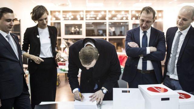 Алексей Навальный в ЦИК 24 декабря
