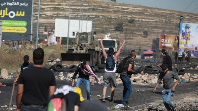 تعقیب و گریز خیابانی میان جوانان فلسطینی و نیروهای اسرائیلی روز جمعه در اکثر مناطق اشغالی کرانه غربی رود اردن گزارش شد